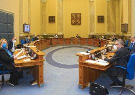 Vláda upravila povinnost nošení ochrany dýchacích cest a prodloužila Antivirus