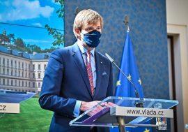 Covid sílí, Vojtěch ustoupil od plánu zrušit respirátory v MHD a obchodech